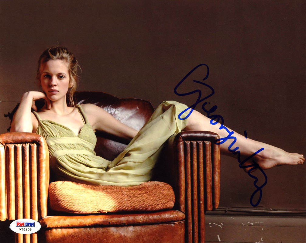 Georgia King SIGNED 8x10 Photo The New Normal Wild Child